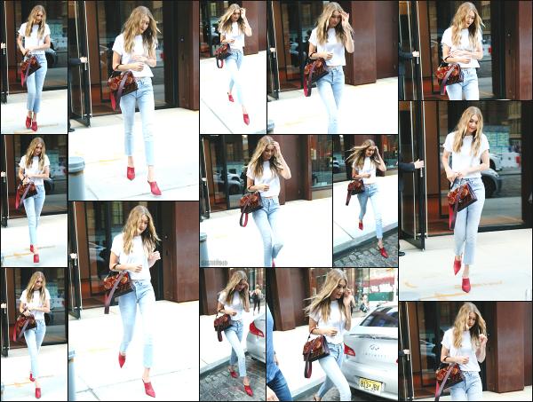 - 28.08.17 ─ Notre Gigi Hadid est photographiée alors qu'elle quittait son appartement dans les rues de New York.[/s#00000ize]Cette fois ci, c'est dans une tenue totalement différente que nous la retrouvons, dans un style beaucou plus sympa je trouve. J'aime beaucoup la tenue ! -