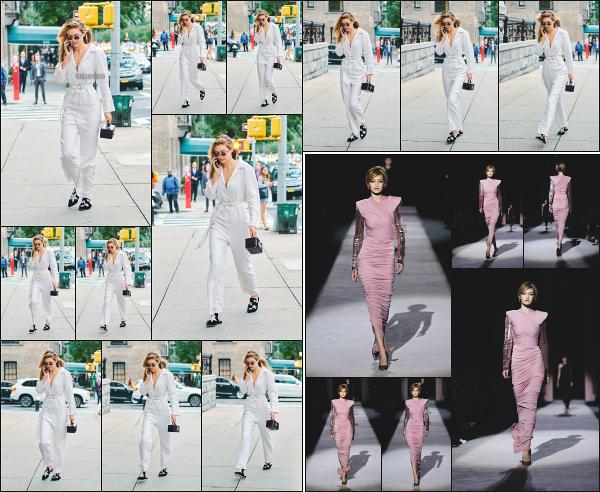 - 06.09.17 ─ Notre belle Gigi Hadid est photographiée alors qu'elle arrivait au défile pour « Tom Ford » à New York[/s#00000ize]Gigi, en pleine conversation téléphonique se dirige vers le défilé pour Tom Ford dans lequel elle défilera quelques heures plus tard ! La même tenue, top !  -