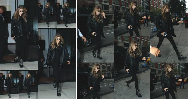 - 26.10.17 ─ Notre Gigi Hadid est photographiée alors qu'elle quittait son appartement dans les rues de New York ! [/s#00000ize]Un peu plus tard, c'est en rejoignant de nouveau son appartement que nous la retrouvons, toujours dans New York. Un total look noir pour Gigi, petit flop -