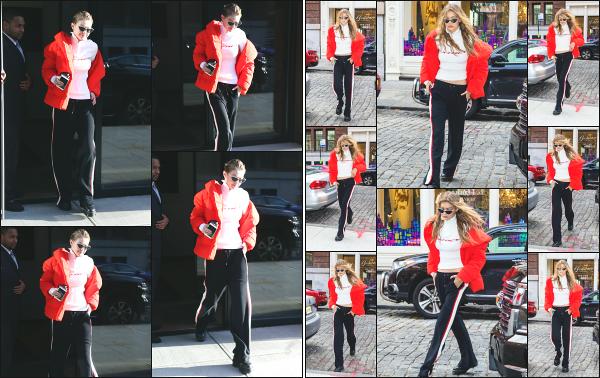 - 14.11.17 ─ Notre Gigi' Hadid est photographiée alors qu'elle quittait son appartement dans les rues de New York ! [/s#00000ize] Un peu plus tard dans la journée, c'est en revenant à son appartement qu'elle à de nouveau été photographiée, dans la même tenue que j'apprécie pas !  -