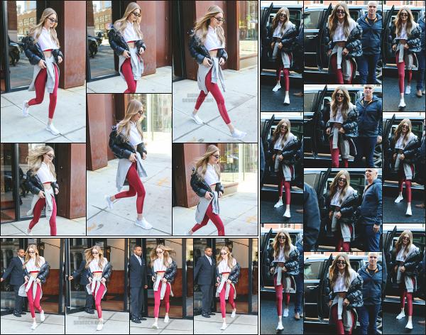 - 14.12.17 ─ Notre Gigi' Hadid est photographiée alors qu'elle quittait son appartement dans les rues de New York ! [/s#00000ize] Après un mois sans nouvelle de notre jolie blonde, nous la retrouvons enfin alors qu'elle partait de chez elle ! J'aime bien la tenue qu'elle portait, un top !  -
