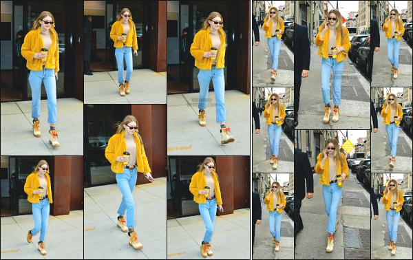 - 15.12.17 ─ Notre Gigi' Hadid est photographiée alors qu'elle quittait son appartement dans les rues de New York ! [/s#00000ize] Quelques temps après l'avoir vu quitter son appartement, c'est dans les rues de New York que nous la retrouvons dans sa tenue très colorées ! Un top ! -