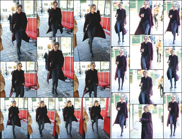 - 06.01.18 ─ Notre belle Gigi Hadid est photographiée alors qu'elle se promenait seule dans les rues de New York ! [/s#00000ize]Un peu plus tard, nous la retrouvons avec une boisson chaude à la main, alors qu'elle rejoignait son appartement ! C'est un énorme top pour la tenue ! -