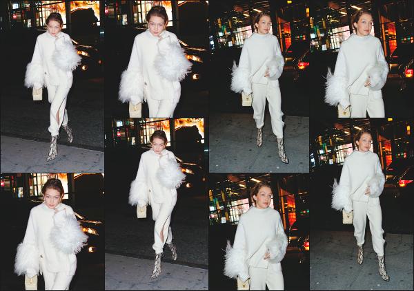 - 14.01.18 ─ Notre belle Gigi' Hadid est photographiée alors qu'elle quittait le restaurant « Nobu » dans New York ! [/s#00000ize]Ce restaurant est assez fréquenté par la famille Hadid, vu qu'on l'a retrouve assez souvent allant et quittant celui-ci, tout comme sa soeur ! C'est un flop ! -