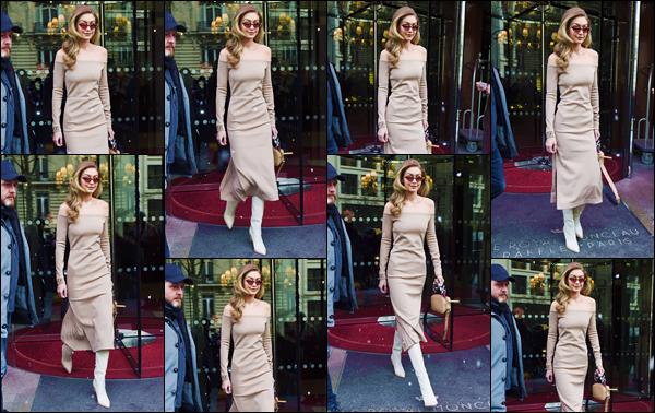 - ''•-27/02/18-' : Gigi Hadid quittait son hôtel français « Le Royal Monceau » situé dans la ville de Paris en France. Sous la neige de février, la blonde a été photographiée en quittant son lieu d'hébergement puis plus tard, quittant une voiture, dans Paris. -