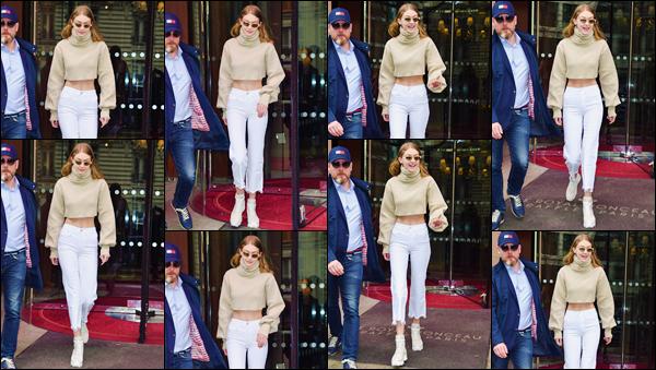 - ''•-28/03/18-' : Gigi Hadid a été photographiée en quittant l'hôtel « Le Royal Monceau », se trouvant dans Paris. La ravissante mannequin était tout sourire lors de sa sortie de l'hôtel où elle réside quand elle se trouve en France. J'accorde un beau top. -