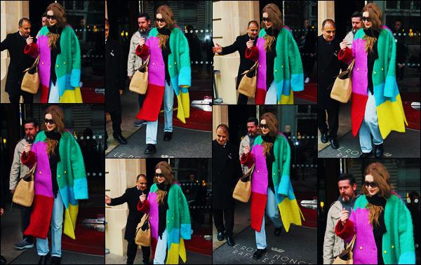 -05/03/2019- ─ Gigi Hadid a été photographiée, alors, qu'elle quittait son hôtel « Le Royal Monceau », étant, dans - Paris.La mannequin a été photographiée à la sortie de son hôtel encore une fois, avec un manteau affreux à mon goût... Concernant sa tenue donc, c'est flop.