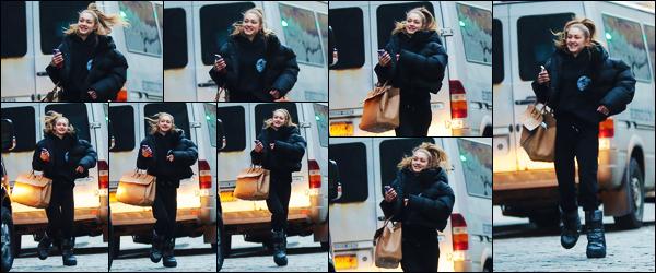 -13/03/2019- ─ Gigi Hadid a été photographiée alors qu'elle quittait un set de  photoshoot, très souriante, dans New-York.La mannequin est donc ré-apparue, de nouveau, quittant un photoshoot, sûrement pour Maybelline encore ! Concernant sa tenue, c'est flop de ma part !