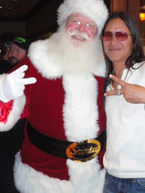 Rick Mora  et le Père Noël  (l) (l) (l)