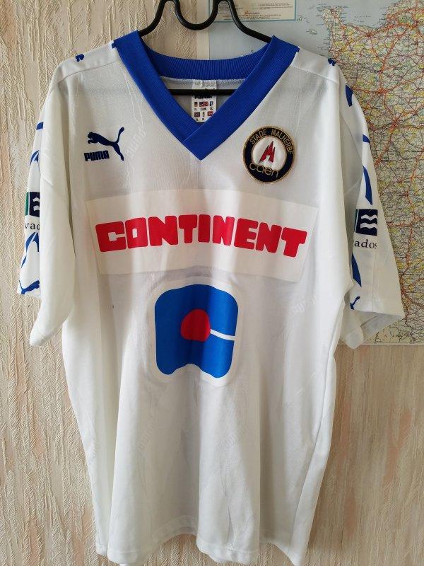 caen  4e maillot exterieur 94/95 porté a paris le 17/05/95