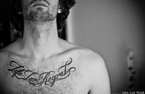 "@ Tatouage ""Life Love Regret"" => Vie , amour , regret."