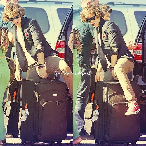 La classe à la Styles ! + Louis, Liam et Zayn avec une fan à Los Angeles + One Direction avec une fan hier ! + News + Rumeurs
