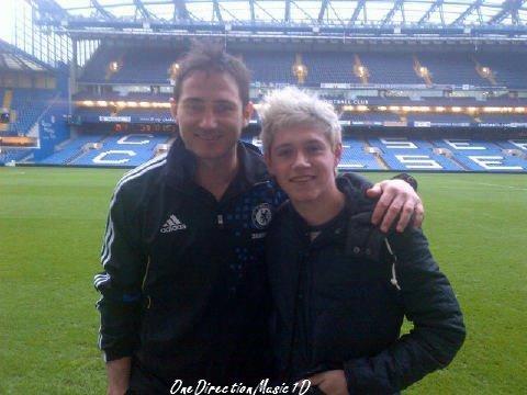 Harry au commande de The Hits Radio ( Aujourd'hui ) + Big Time Rush parle des Boys + Niall et Lampard au match de foot de Chelsea hier +Les garçons à iCarly !