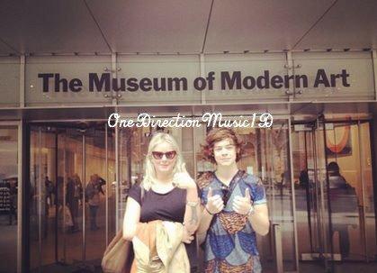 """20Mars2012 : Niall + 21Mars2012 : Liam, Danielle & sa Famille + 21Mars2012 : Harry au """"Museum Of Modern Art"""" + Via Twitter + 20 villes sont confirmées pour la tournée américaine du groupe. Les tickets seront en ventesamedi 24 mars 2012 à 10h du matin (heure américaine). +Scan de la couverture du magazine """"Stars Book"""" +Liam et Danielle lors d'un match de basket. 20/03/12."""