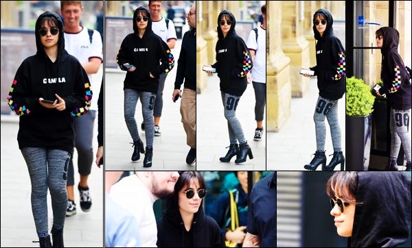 """- """"♦-08/06/18"""" : Camila a été photographier en se """"promenant"""" seule dans les rues de Manchester - Angleterre. C'est une sortie assez décontracter, que la jeune chanteuse offre à ses fans.La demoisselle portait des lunette de soleil. je lui met un top ! -"""