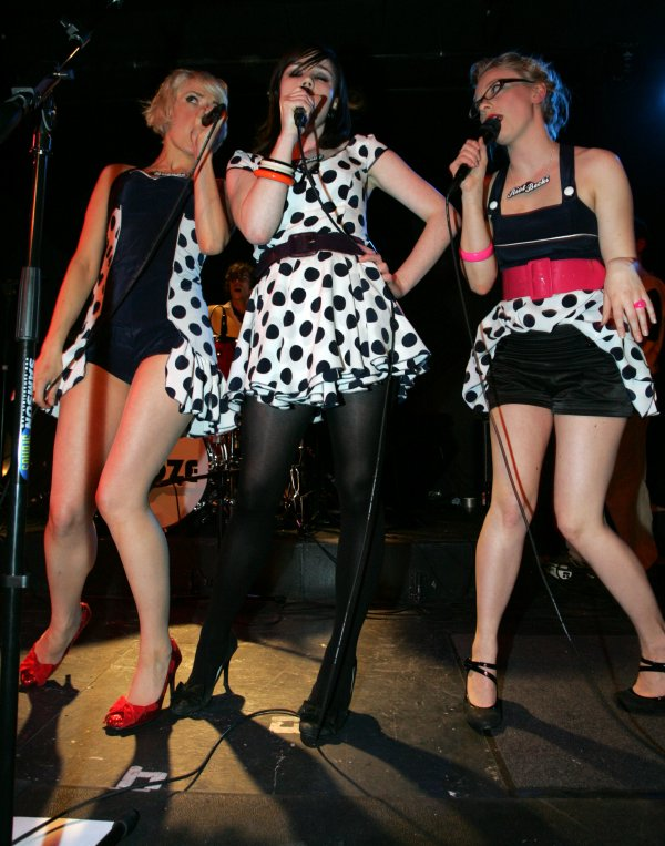 We Are The Pipettes / Pull Shapes (2006)
