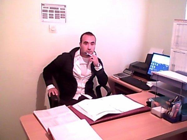 moi dans mon bureau