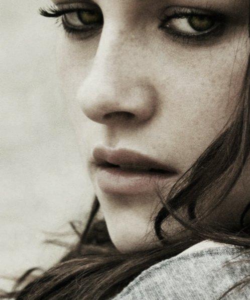 Tu ne m'as pas détruite brusquement, tu m'as détruite petit à petit ; comme on enlève une à une les pétales d'une rose.