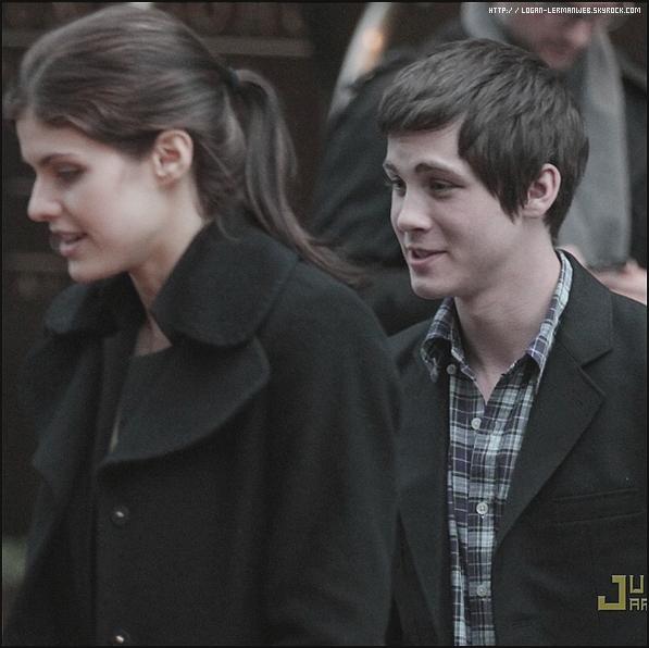 22/04/11: Logan et Alexandra Daddario à New-York.C'est moi,ou on les voient souvent ensembles?