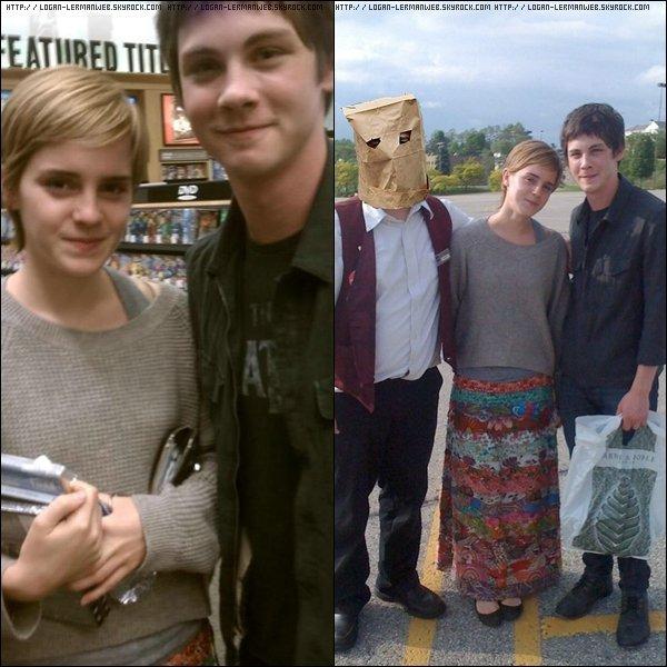 Emma Watson et Logan posant avec ensemble et avec la caissière de la DVDthèque dans un parking.