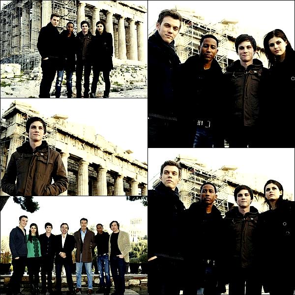 Flashback:photoshoot'  Janvier 2010: Voici un photocall de toute l'équipe de Percy Jackson fait en Grèce.