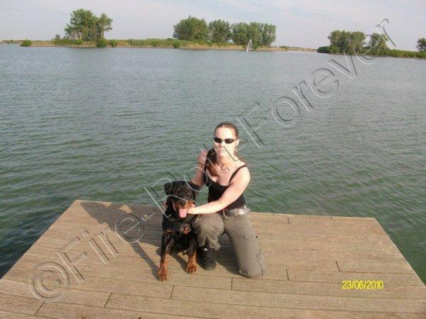 Ma grande soeur Roxane avec son chien