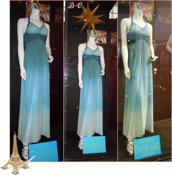 """Voici la robe de Danielle qui joue Simone dans """"Prom"""". La robe est Vraiment très belle (l) Je suis Fan du Haut de la robe"""