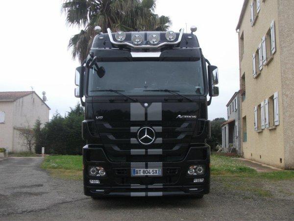 black liner camion mercedes actros black liner. Black Bedroom Furniture Sets. Home Design Ideas