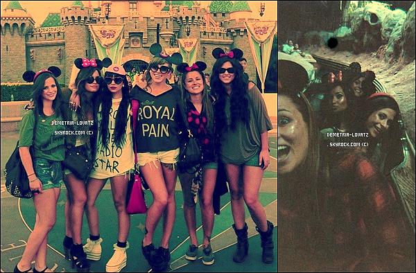 22/08/11 : Demetria Lovato et ses amies (dont Hanna Beth sa fidèle amie) étaient allées s'amusé à Disney Land.