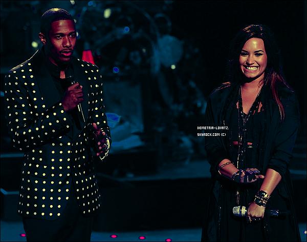 """24/08/11: Demi avait chanté en live """"Skyscraper"""" sur le plateau d'America's Got Talent.Tu aimes la prestation ?  Avis de la webmiss : Comme toujours, moi, j'adore sa prestation ! Demi a une magnifique voix on remarque que sa voix à murit."""