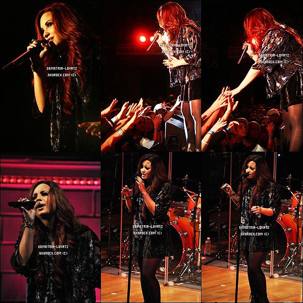 02/12/11 : Demi Lovato a performé pour la radio « The River » lors du The River's Acoustic Christmas (Nashville). Après sa Demi Lovato a aussi rencontré quelques fans chanceux lors du « Meet and Greet  » organisé par la radio « The River ».