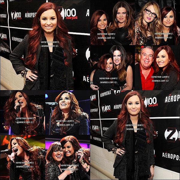 10/12/11: Demi Lovato apparemment très fatiguée a été aperçue arrivant à l'aéroport de Miami.Top ou bien Flop ? Demi fait le tour des radios pour Noël elle y donne des petits concerts et elle y organise des Meets and Greet.Qu'en penses-tu ?