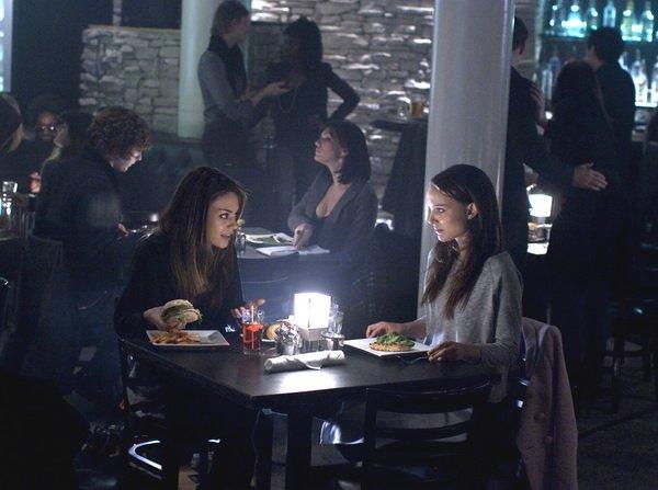 Lily (Mila Kunis) et Nina (Natalie Portman) au restaurant