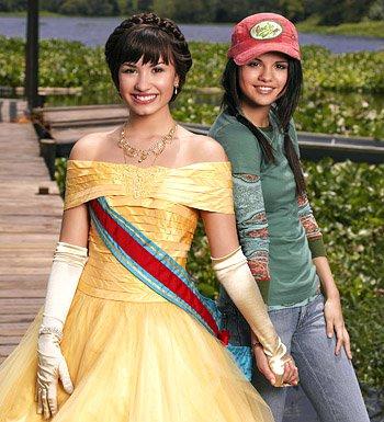 Selena Gomez et Demi dans '' Princess protection program ''