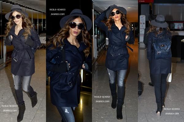 ' 09/02/15 : Nicole à l'aéroport 'Heathrow' de Londres pour prendre un vol direction l'Inde. Puis, entre le 10 et le 13 février, Nicole aperçue en Inde pour divers événements. + Photos personnelles.  '