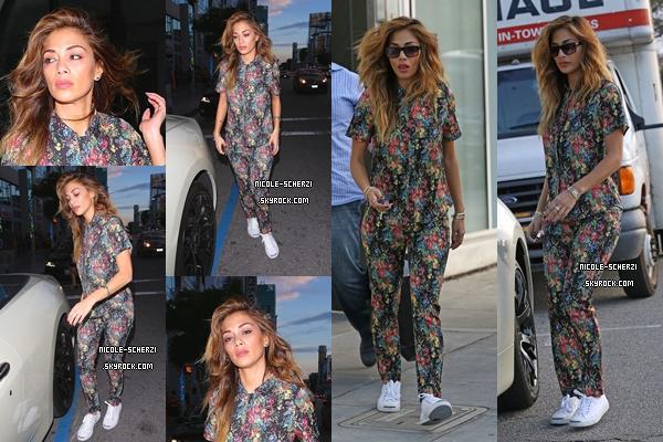 ' 13/03/15 : Nicole quittant un studio d'enregistrement au alentour de Los Angeles. Puis, un peu après, Nicole quitte des bureaux à Beverly Hills + Photos personnelles et Nicole S. en couverture de Notebook.  '