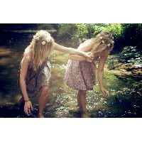 33.Un jour l'amour demanda à l'amitié à quoi elle servait. L'amitié lui répondit : A sécher les larmes que tu fais couler...