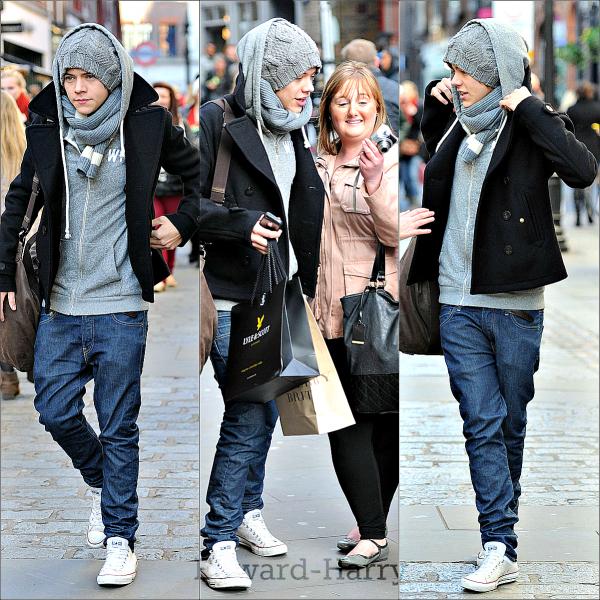 04.05.11 - Les One Direction ont été vue en sortant d'un studio à Londres.