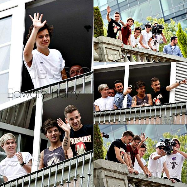 09.06 - Les One Direction ont été vue au balcon de leurs hôtel au Mexique.