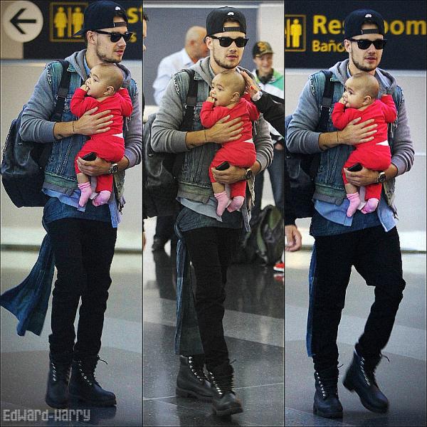 27.08 - Les One Direction ont été vue à l'aéroport de de NYC.