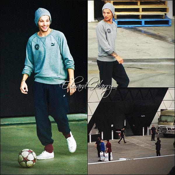 28.09 - Louis et Zayn ont été vue en dehors du arena à Perth en Australie.
