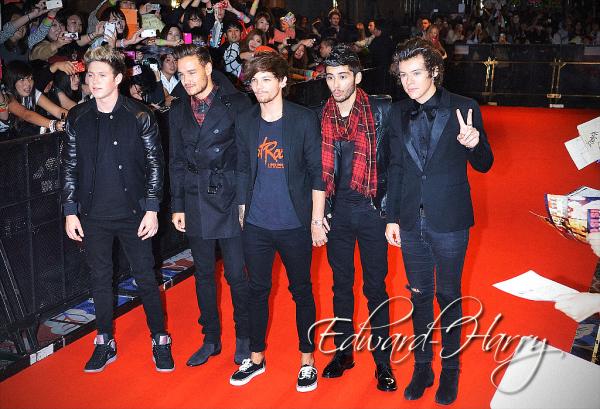 02.11 - Harry à été vue dans Tokyo faisant du shopping au Japon.