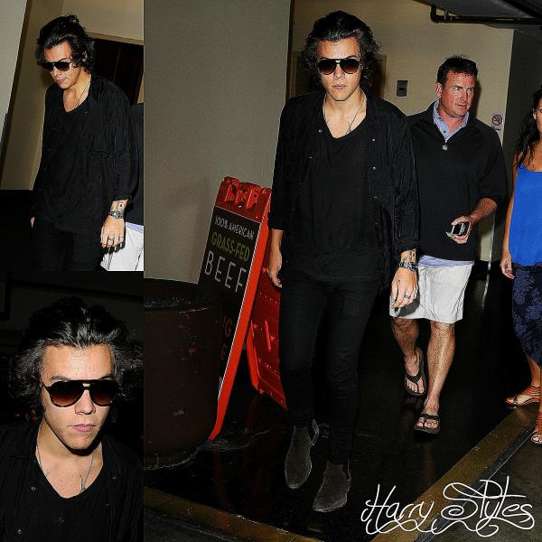 21.02 - Harry, sa mère et son beau père ont été vue à L.A.
