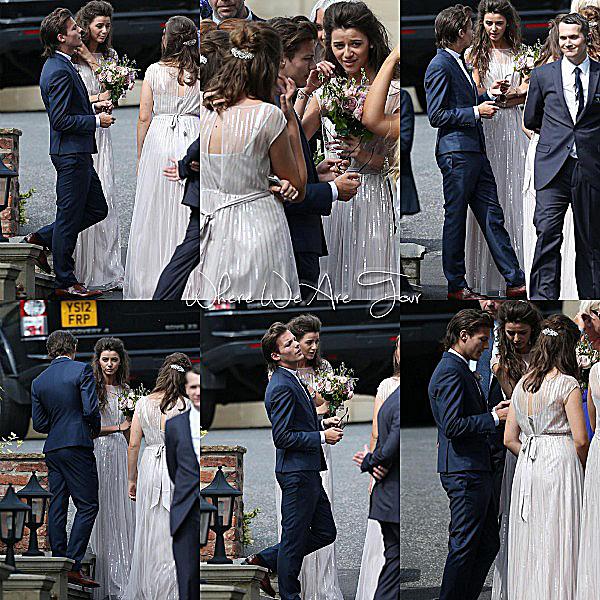 20.07 - Sophia, Eleanor, Liam, Louis, Niall, Harry et le reste des invités ont été au mariage de Jay (la mère de louis.)
