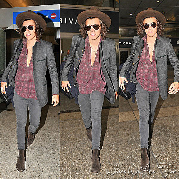 21.07 - Harry à été vue à l'aéroport de LAX à Los Angeles.