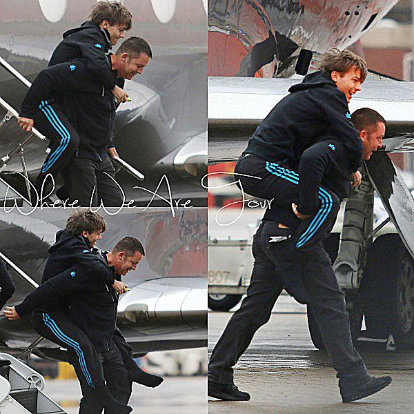 06.10 - Louis et Zayn ont été vue en arrivant avec leurs gardes du corps à l'aéroport de Londres.