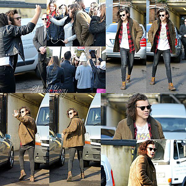 04.11 - Harry à été vue à l'extérieur d'un studio d'enregistrement à Londres.