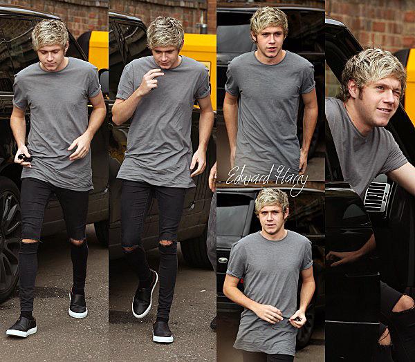 05.11 - Niall à été vue en arrivant à un studio d'enregistrement à Londres.