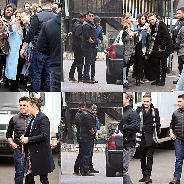 07.11 - Niall à été vue en arrivant aux studios à Londres.