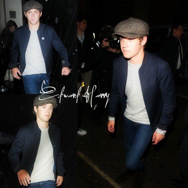 25.04 - Niall avec des amis dont Mélissa ont été vus sortant du club Libertine à Londres.